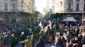 Entrance of the tractors in Omonoia via @redrevolution1